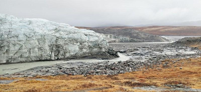 Tömegesen indulnak a turisták az olvadó gleccserekhez