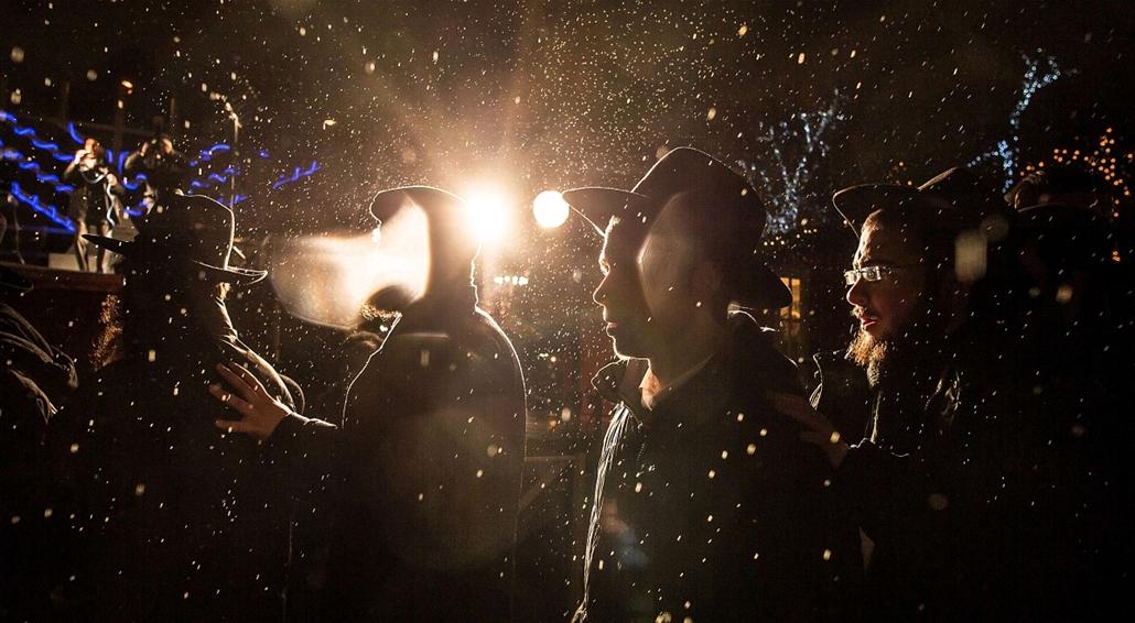 afp. hét képei - Moszkva, Oroszország, 2014.12.16. Zsidó férfiak, Hanuka kezdete