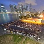 Óriási sorok kígyóztak Szingapúr alapítójának ravatala előtt - fotók