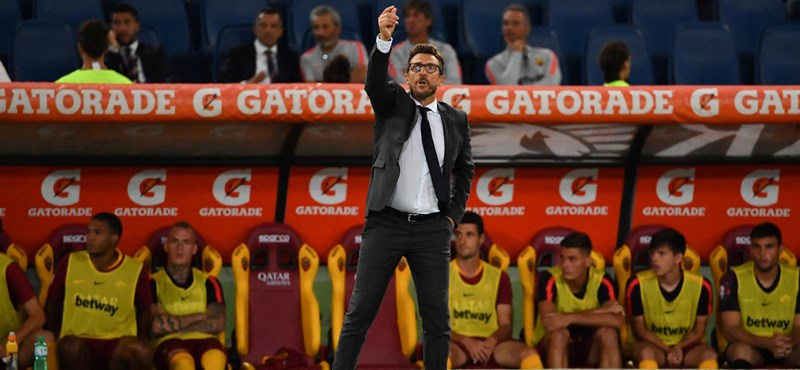 Úgy ütötte a kispadot, hogy eltörte az ujját a Roma edzője – videó