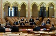 Vakcinákról beszélt Szijjártó a Parlamentben, nem úszta meg a jachtozást sem