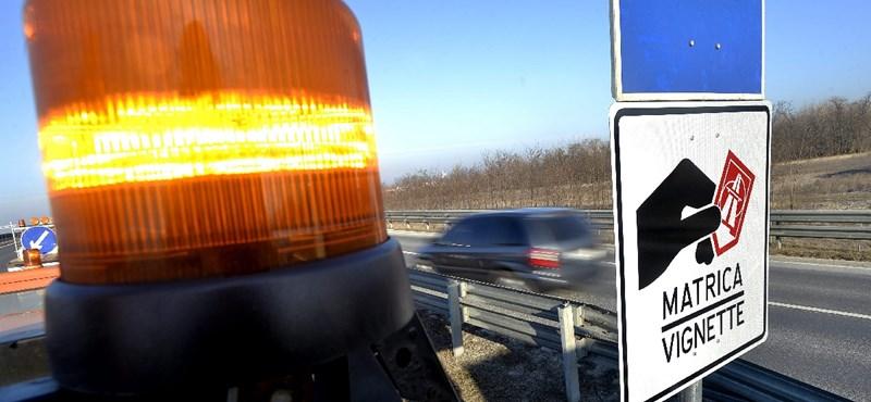 Több mint 700 ezer bliccelő volt tavaly a magyar fizetős utakon