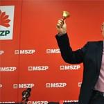 A parlamenti futárral üldözik Simon Gábort