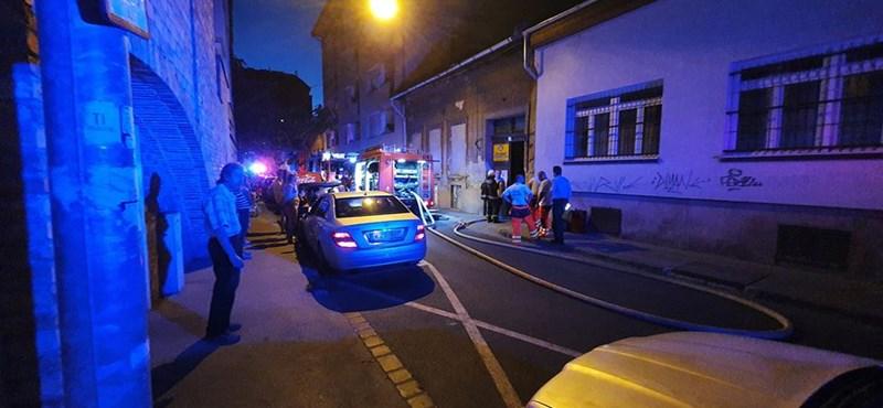 Tűz ütött ki egy lakóházban a VIII. kerületben