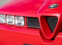 Tekintetmágnes: eladó egy alig használt Alfa Romeo SZ