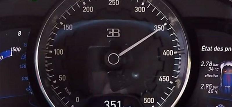 Láthatóan gyerekjáték a Bugatti Chironnak a 351 km/h-s tempó – videó
