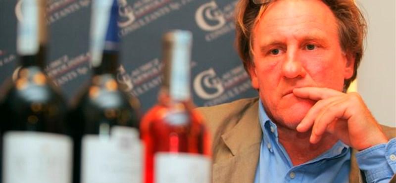 Összepisilt egy repülőt Gérard Depardieu