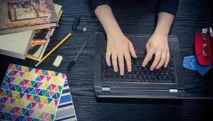Folyamatos stressz és egész napos gép előtt ülés: így telnek a diákok napjai?