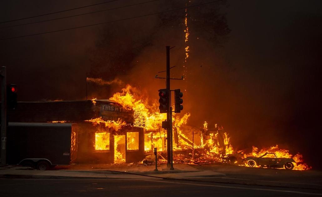 afp.18.11.20. A gyorsan terjedő tűz Kaliforniában november 8-án