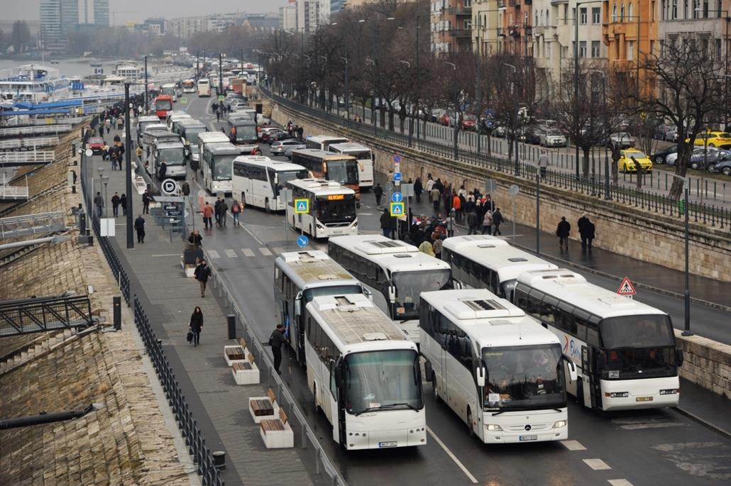 fm.18.03.15. - 2018március15 - Buszoztatott Fideszesek