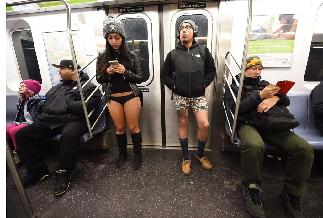 afp. New York, EGyesült Államok, 2015.01.12. gatyában metróztak, Some riders in their underwear take part in the No Pants Subway Ride in New York subway on January 11, 2015 in New York. The No Pants Subway Ride is an annual which was started in 2002 by Im