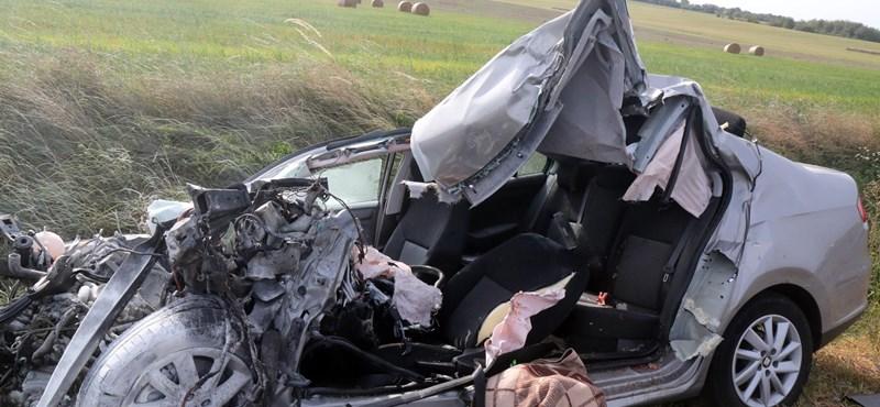 Busz és autó ütközött frontálisan Miskolc határában