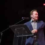 Schwarzenegger mondhat beszédet Vajna temetésén