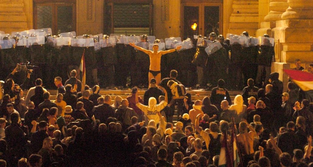 faz.06.09.19. - Az MTV-székház ostroma a Szabadság téren - székházostrom
