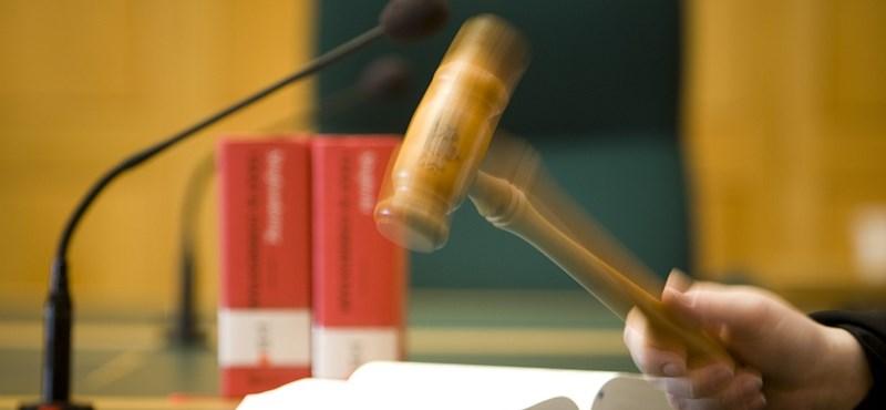 A törvényhez vagy kenyéradó gazdájához legyen hű a bíró?