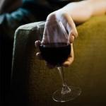 Kimutatták, hogyan szabadul fel boldogsághormon az alkohol hatására