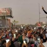 Hófehér leples királynő vezeti a szudániakat a diktátor ellen