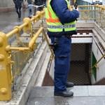 8 percig állt a kisföldalatti, mert egy férfi álldogált a síneken
