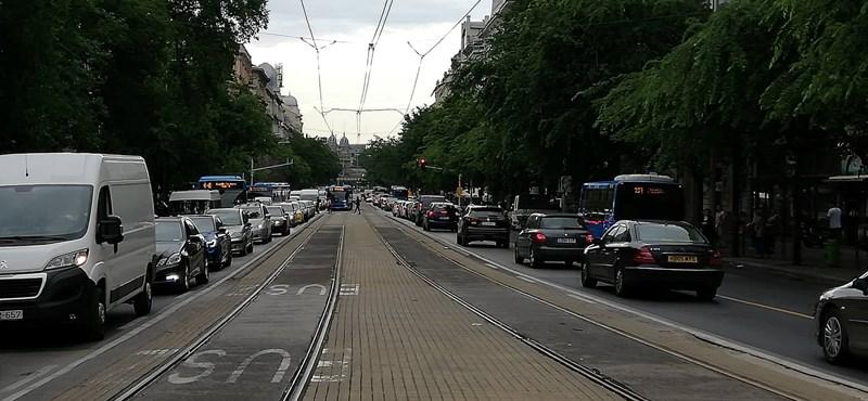 Karácsony: Könnyítettünk az autós közlekedésen Budapesten