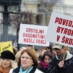 Képek: többezres tüntetéseket szerveztek a szlovákiai pedagógusok