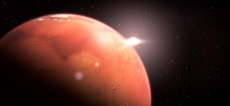 Marsi tóra bukkantak, folyékony víz lehet benne