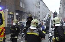Égett egy lakás Ferencvárosban, egy embert az erkélyről kellett kimenteni