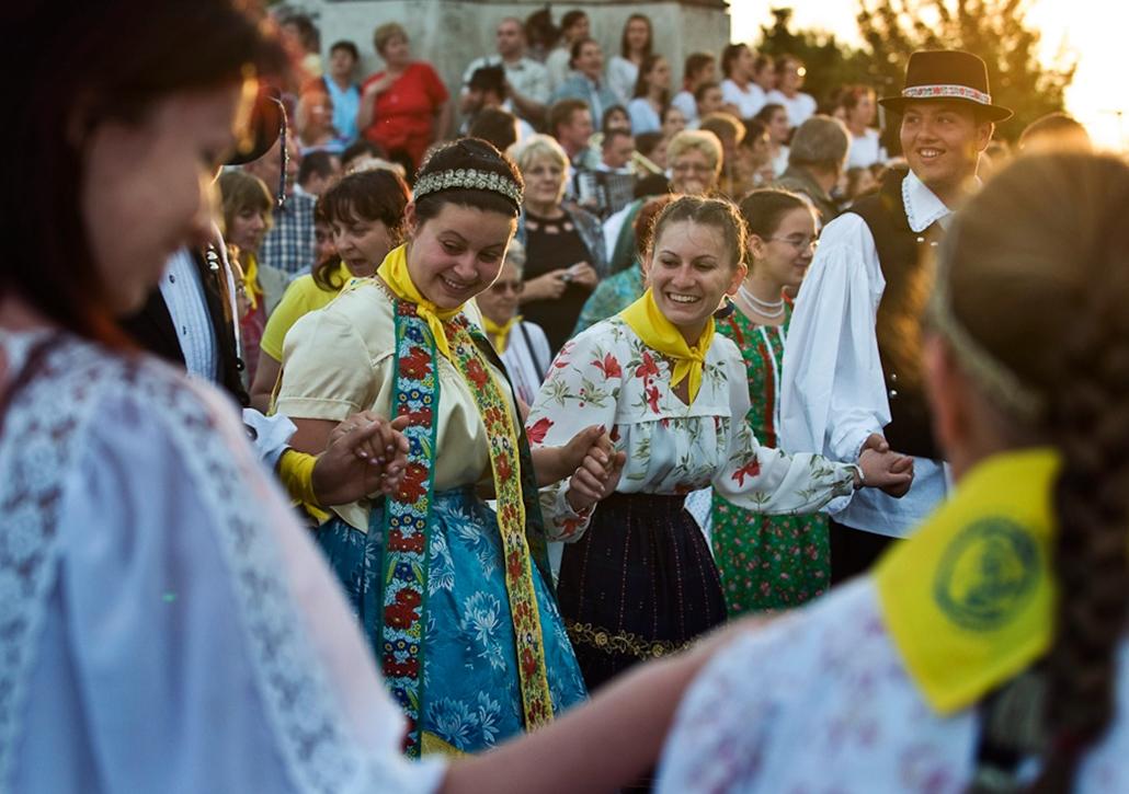 hét képei nagyítás magyar tánc palotás népviselet