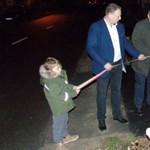 Ilyet még nem látott: sötétben avatott fel a fideszes képviselő egy árkot