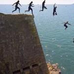 Tombstoning: életveszélyes extrém sport - videók