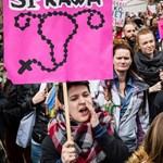 Nem enged a szigorú abortusztörvényből a lengyel parlament