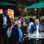 Leslie Mandokinál kerti partizott Orbán