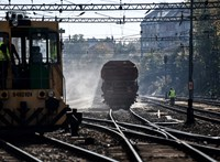 Turistabuszok özönétől tartanak a Déli pályaudvar régi vágányai mellett élők