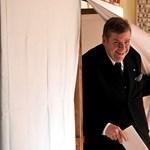 Kartonbábukat állított saját magáról az V. kerületbe Schmuck Andor