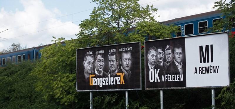 A kormánytól várnak ötletet az önkormányzatok, mihez kezdjenek a jobbikos plakátokkal