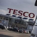Óriási pofont kaphat a Tesco Nagy-Britanniában, többévnyi profitot bukhat el