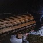 Mezítláb, droggal a hóna alatt próbált menekülni egy férfi a rendőrök elől - videó
