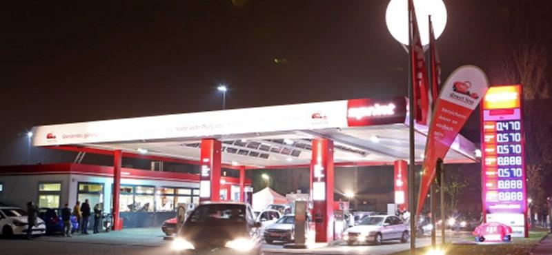 1989-es árakon adta az üzemanyagot egy benzinkút Berlinben