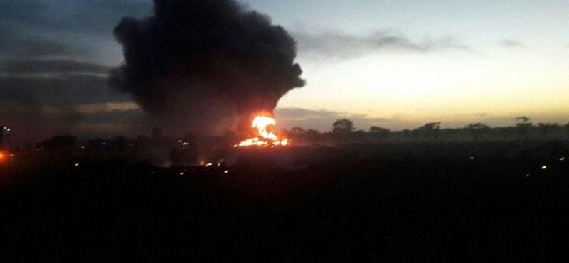 3 perccel a felszállás után lezuhant egy repülőgép: túlcsúszott a futópályán, 5 ember meghalt