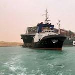 A környezet is megsínyli, hogy fennakadt az Ever Given a Szuezi-csatornában