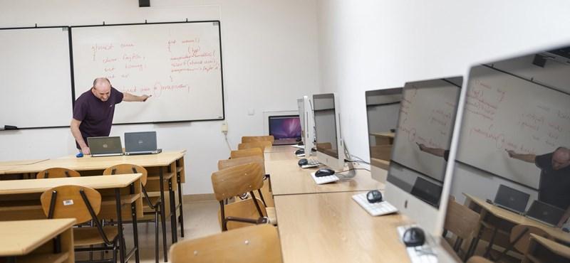 PCR-teszt beiratkozáshoz, kizárólag online vagy csak személyes órák – nagy szórással indulnak az egyetemek ősszel