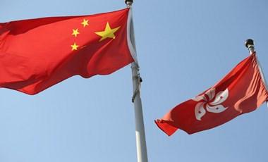 Törvényben írta elő a hazafiasságot a hongkongi törvényhozóknak Kína
