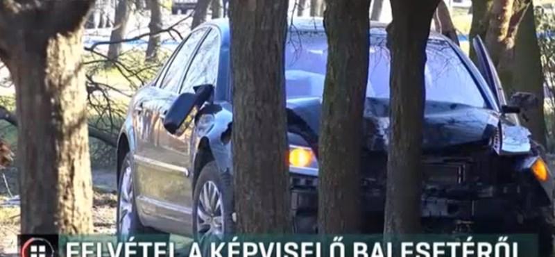 Biztonsági kamera rögzítette, hogyan tarolt le fákat Simonka György autója