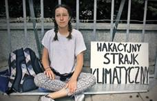 Minden pénteken a lengyel parlament elé megy egy 13 éves lány, hogy a klímaváltozás miatt tüntessen