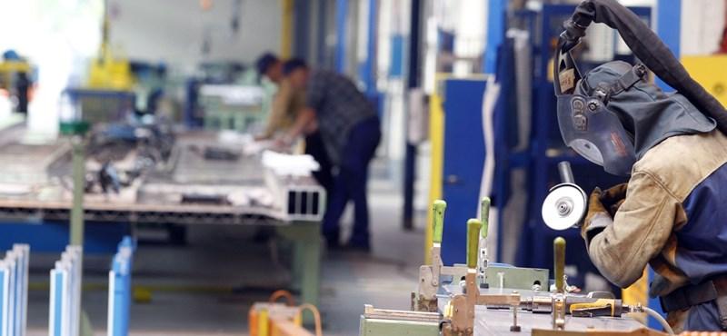 Lassult a lengyel ipari termelés