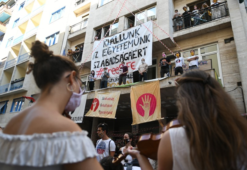 """""""Hallgatók nélkül nincs oktatás, a hallgatók pedig itt vannak a Vas utcában"""""""