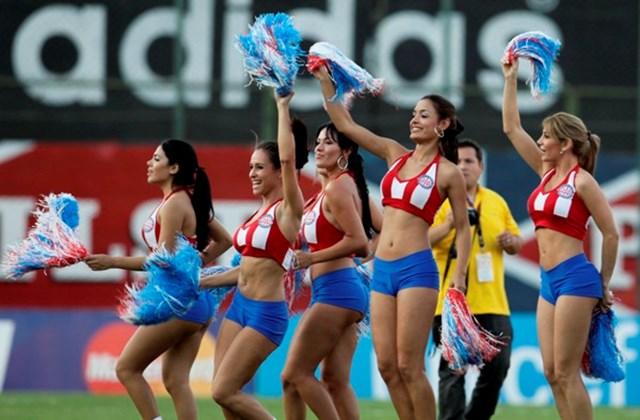 foci-vb szurkolók lányok