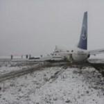 Autóval ütközött a Boeing 737-es Bukarestben