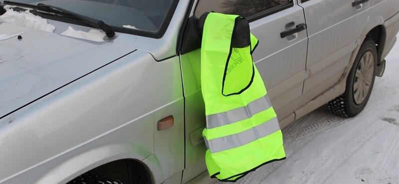 Okos ötlet az orosz autósoktól, hogyan használjuk még a sárga mellényt