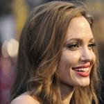 Angelina Jolie elment Szarajevóba a díszpolgári címéért
