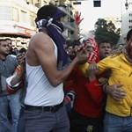 Tizenhárom halott a hétvégén Kairóban, újra a tüntetőké a Tahrír tér